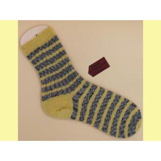 Handgestrickte Socken Gr. 44/45 Stripes grau/gelb